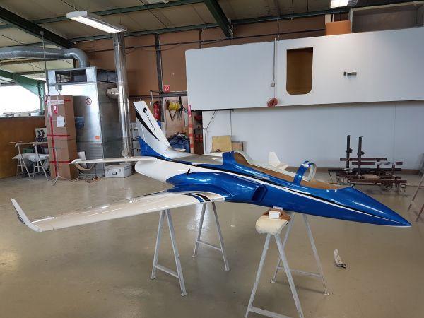 Viper Jet 3,5 m Voll GFK/CFK Bausatz lackiert blau/weiss